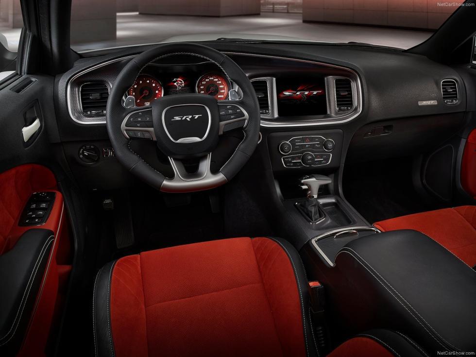 Dodge Charger SRT Hellcat 2015 interior y salpicadero