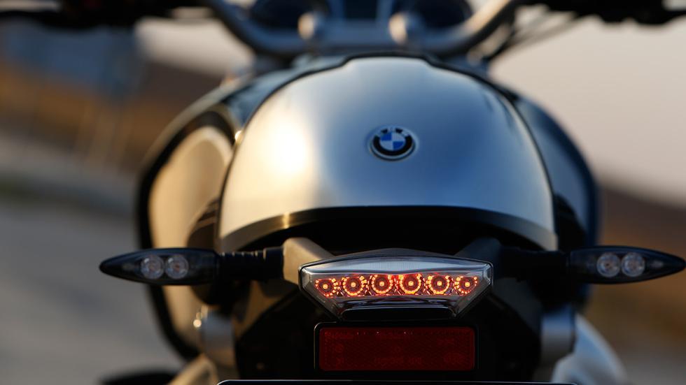 BMW R nineT faro tras
