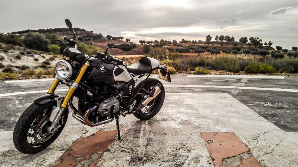 BMW R nineT lateral
