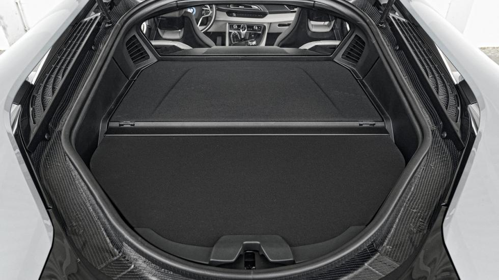 BMW i8 maletero
