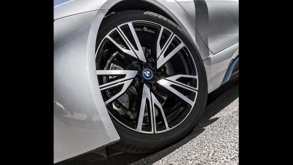 BMW i8 llantas