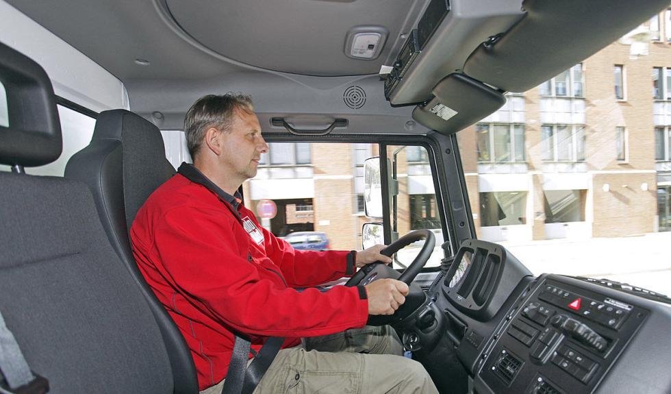 Mercedes Unimog U5023 interior lateral