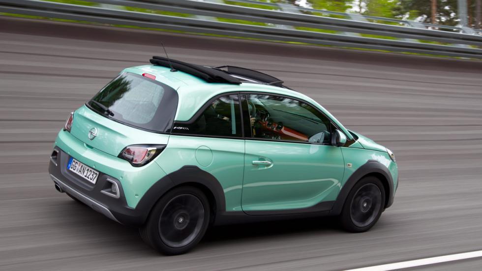La salida de escape está cromada en el Opel Adam Rocks