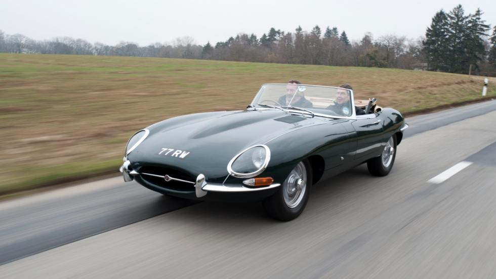 Jaguar E-type de 1961 en movimiento