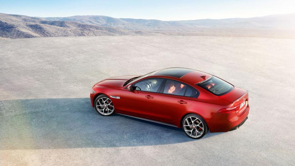 Jaguar XE cenital trasera