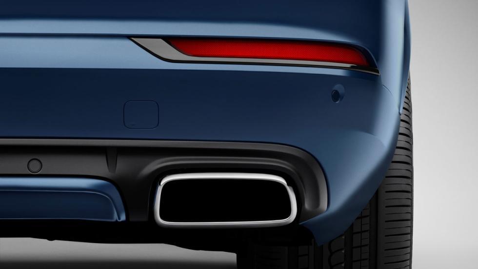 Volvo XC90 R-Design escapes