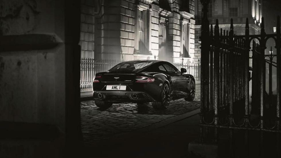 Aston Martin Vanquish Carbon Edition coupe trasera