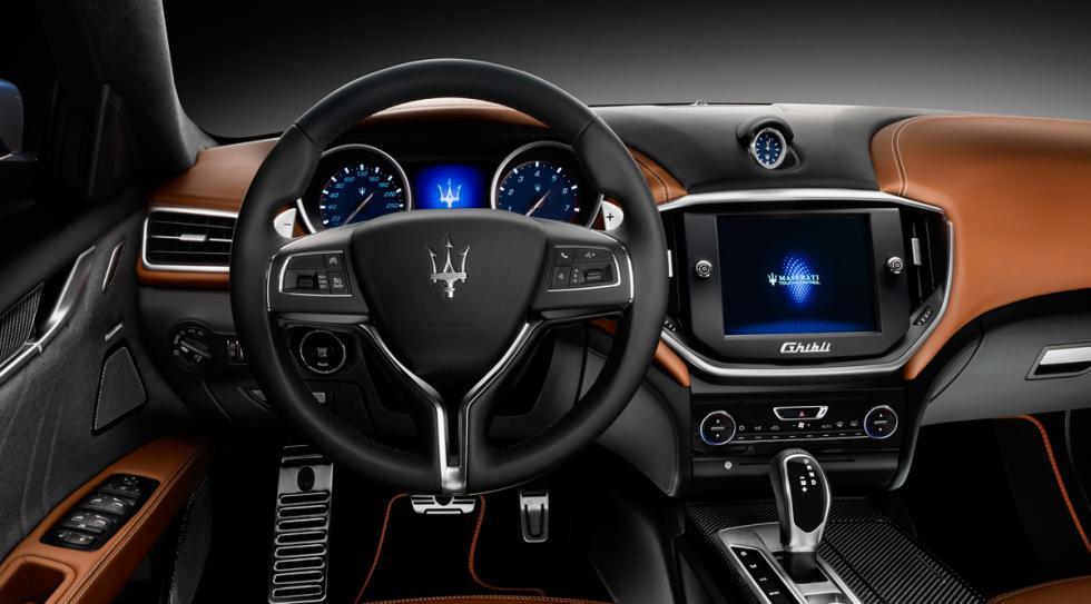 Maserati Ghibli Ermenegildo Zegna Edition salpicadero