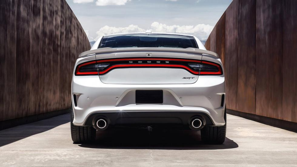cinco coches sorprendentes Dodge Charger SRT Hellcat trasera
