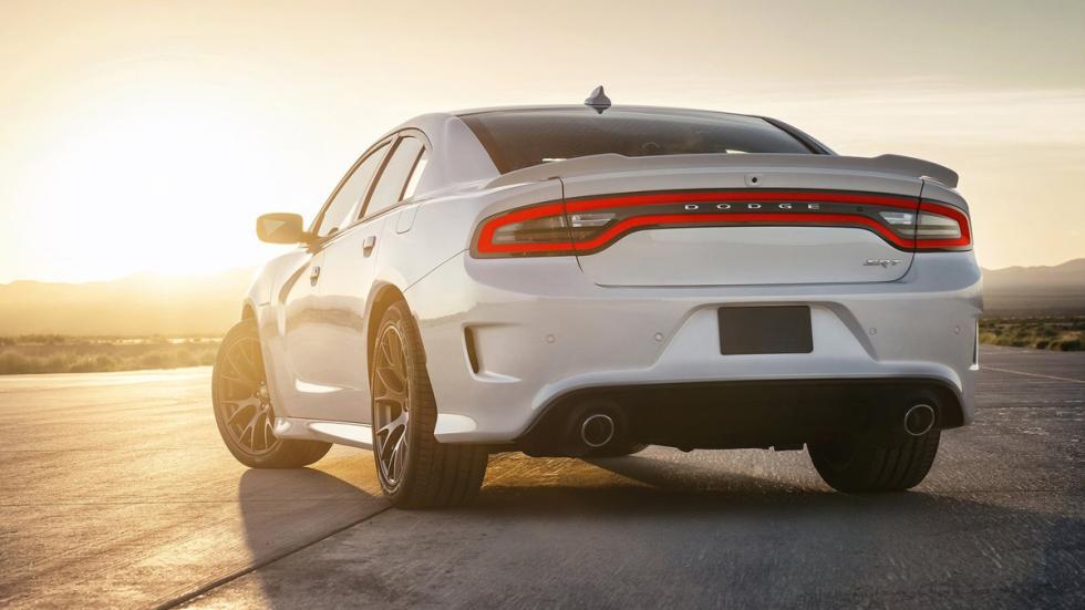 cinco coches sorprendentes Dodge Charger SRT Hellcat zaga