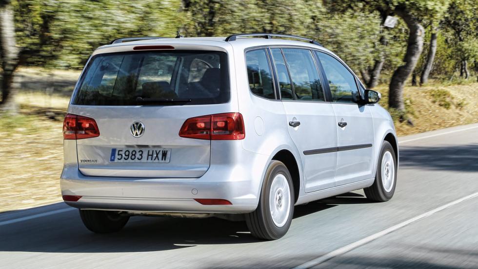 Prueba Volkswagen Touran 1.2 TSI Edition en marcha trasera