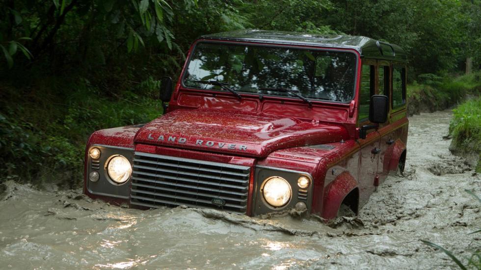 cinco todoterrenos radicales Land Rover Defender delantera