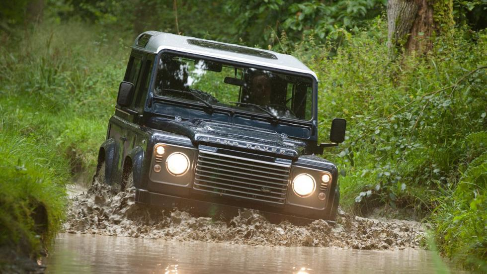 cinco todoterrenos radicales Land Rover Defender frontal