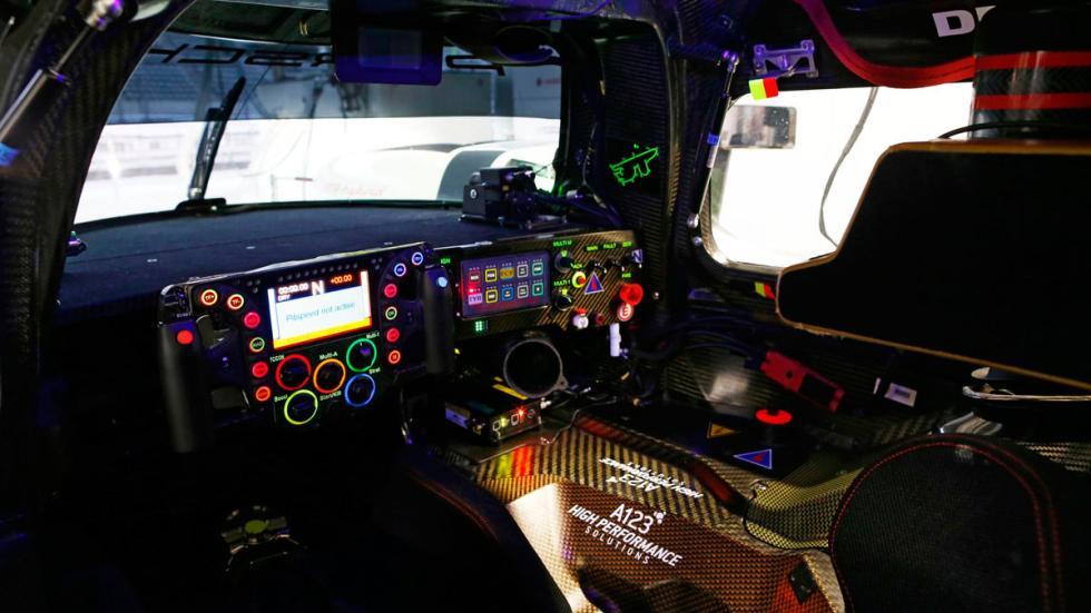 volante-porsche-919-hybrid-interior