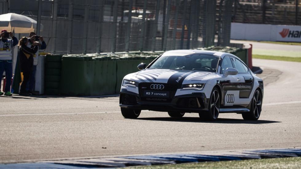 Audi RS7 circuito sin conductor delantera