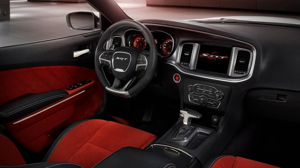 cinco berlinas produccion mas potentes Dodge Charger SRT Hellcat interior