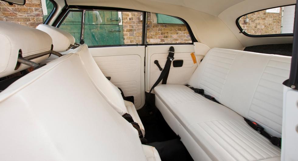 Volkswagen Escarabajo Cabrio interior