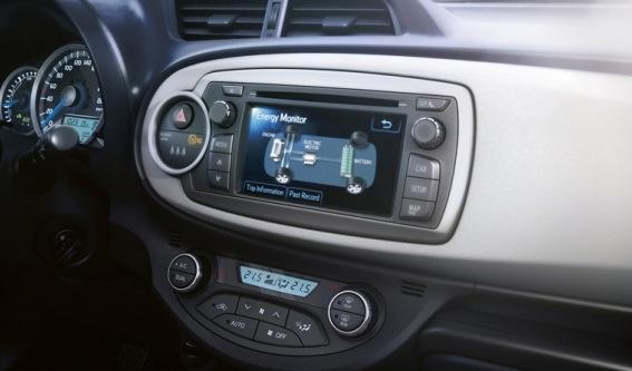Toyota Yaris HSD detalle pantalla