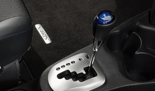 Toyota Yaris HSD detalle cambio