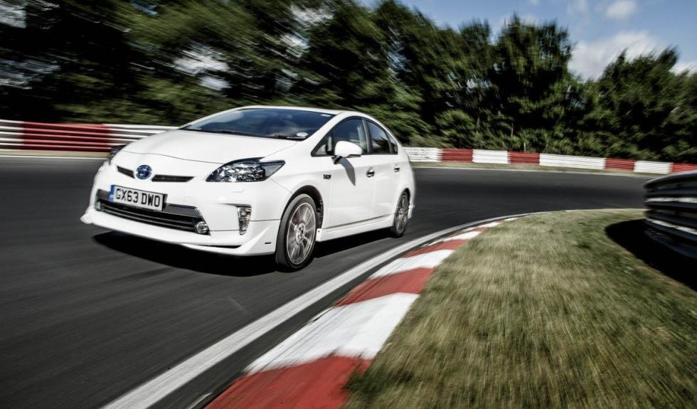 Toyota Prius PHEV frontal