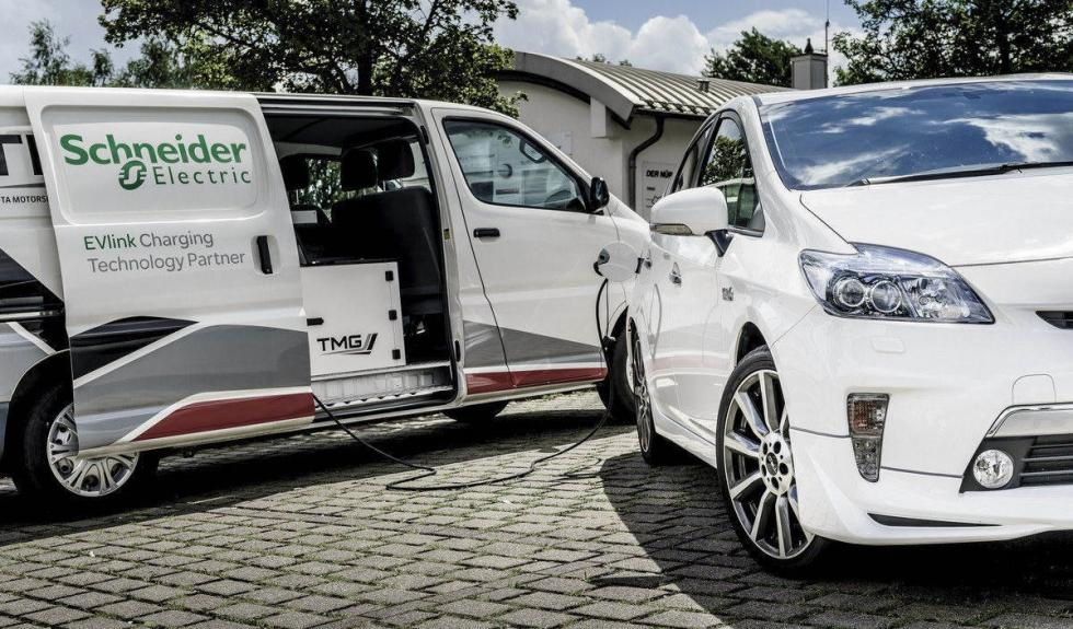 Toyota Prius PHEV carga