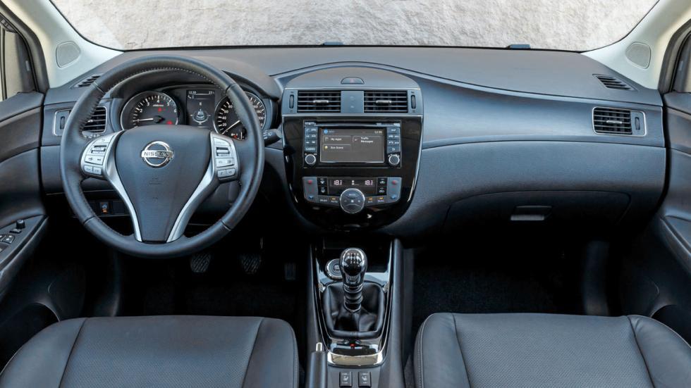 Nissan Pulsar interior