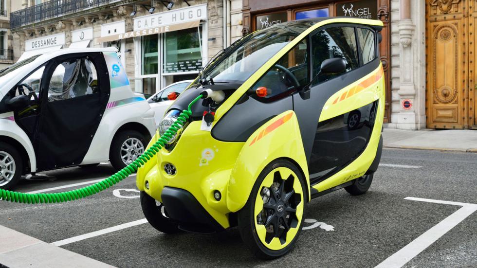 Toyota i-Road cargando