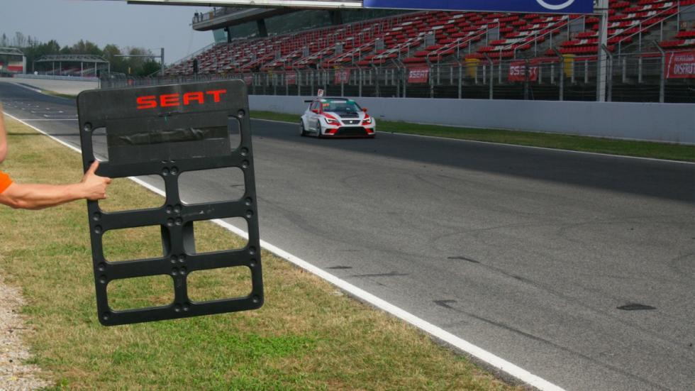 Santi Millán Seat León Cup Racer recta circuito