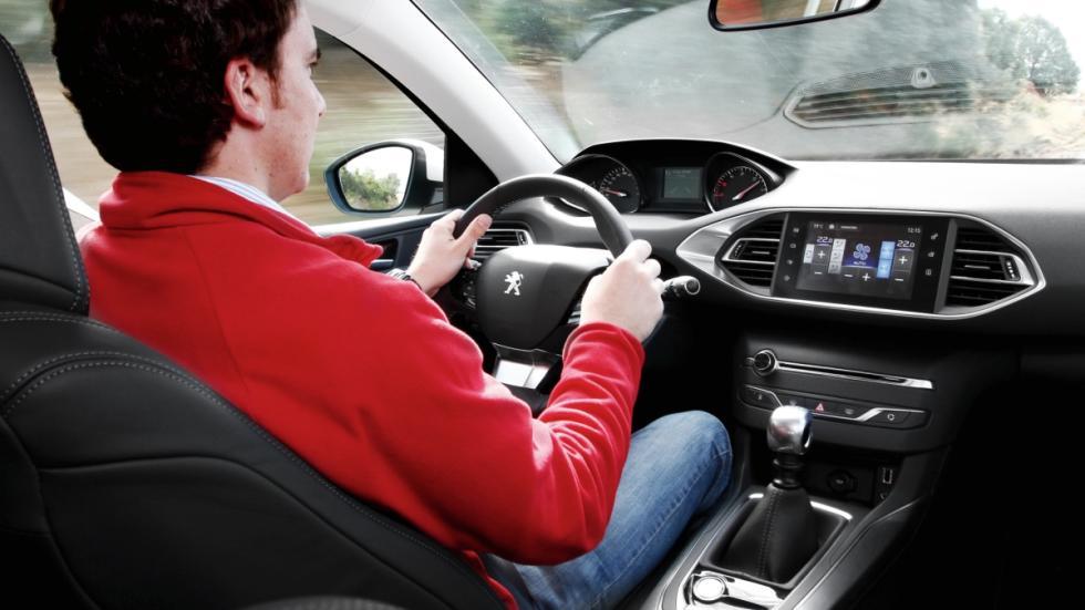 Peugeot-i-Cockpit-volante