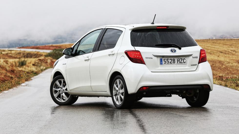 Toyota Yaris HSD trasera estática