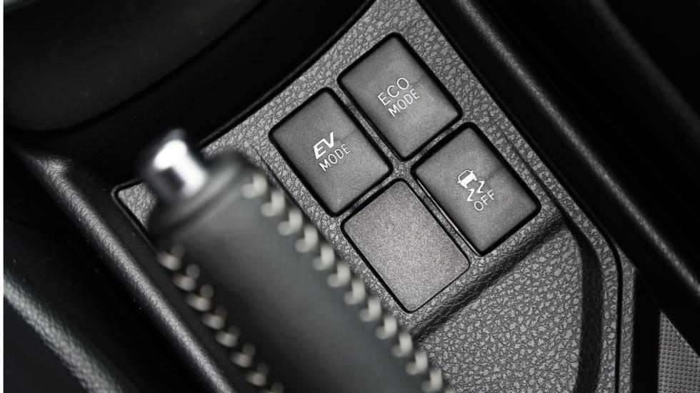 Botones de la consola central del Toyota Yaris HSD