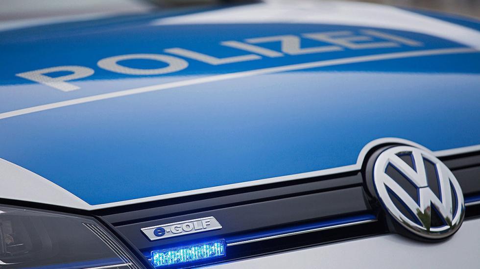Golf-e Policía alemana vista exterior