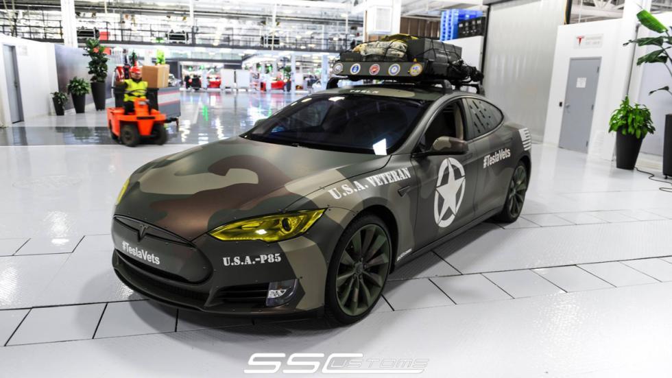 Tesla Model S camuflaje - tres cuartos delantero