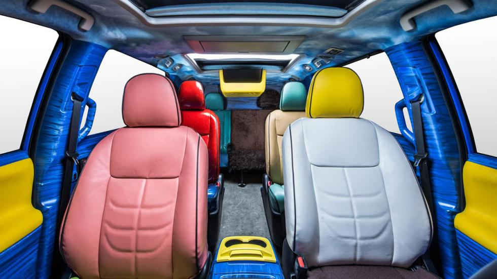 Toyota Sienna Bob Esponja interior