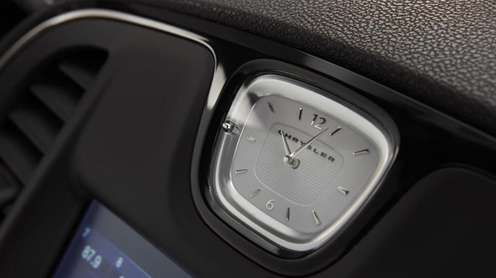 Chrysler 300 2015 detalle