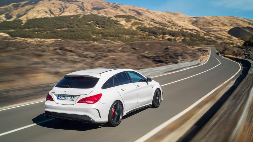 Mercedes CLA 45 AMG Shooting Brake trasera