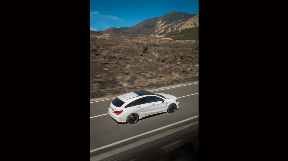 Mercedes CLA 45 AMG Shooting Brake vista aérea
