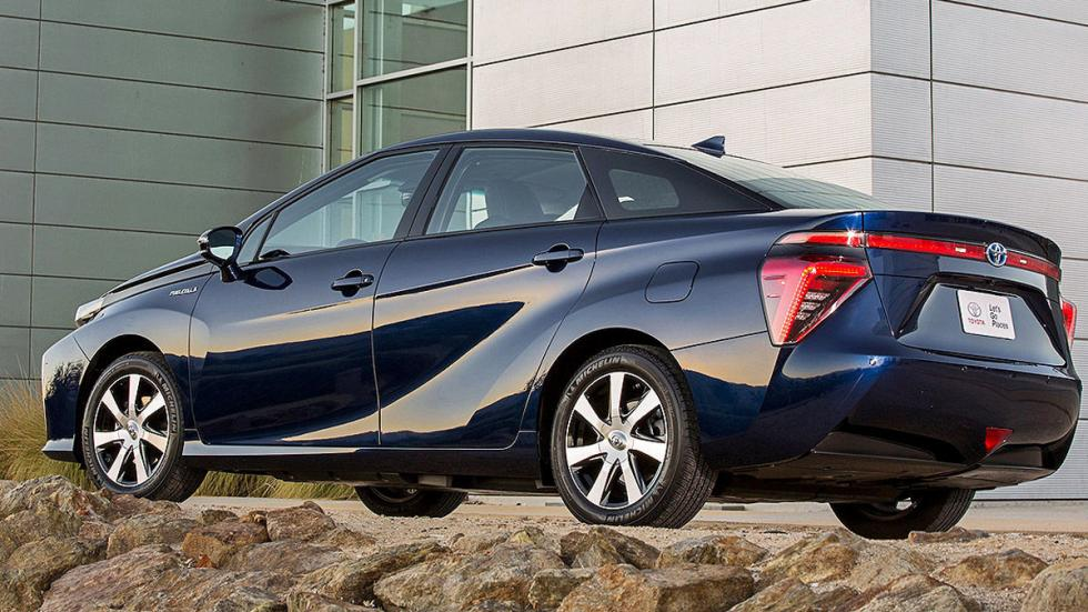 Toyota Mirai detalle zaga