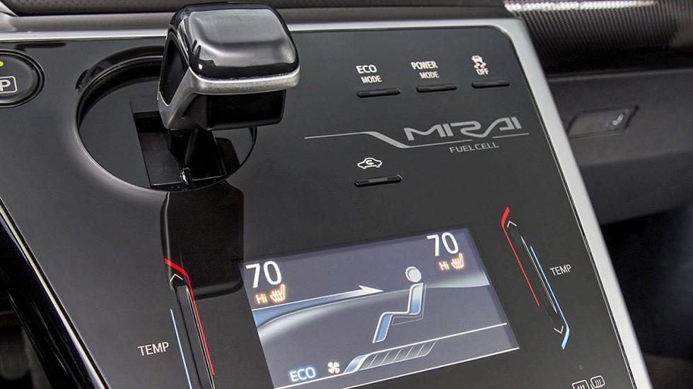 Toyota Mirai detalle consola