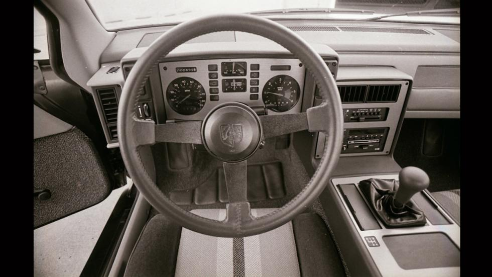 Pontiac Fiero - interior