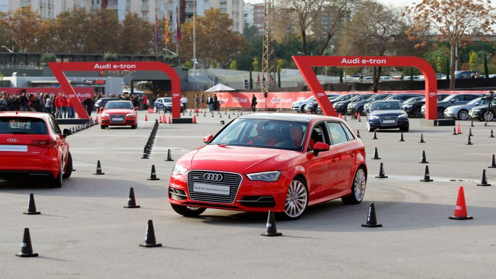Jugadores del Barcelona prueban Audi A3 Sportback e-tron