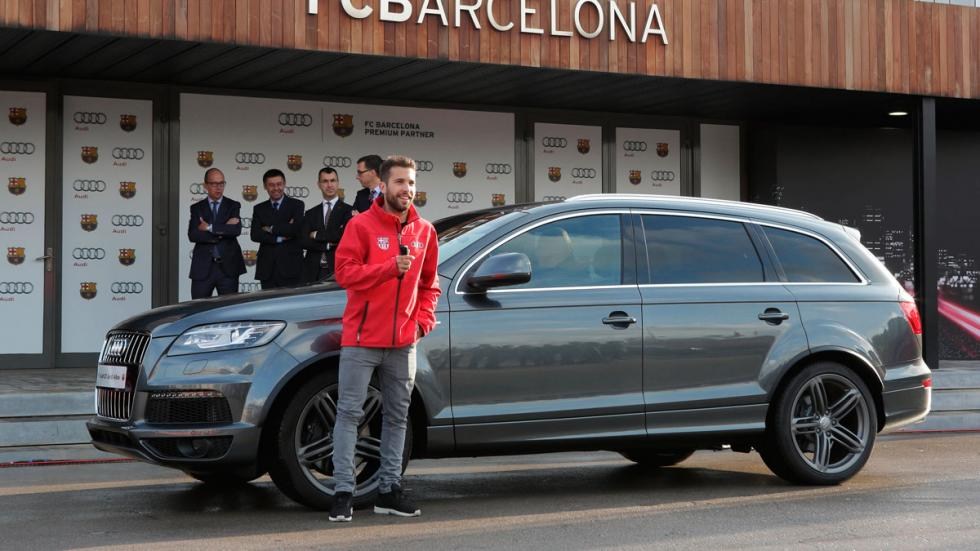 Jordi Alba recibe su Audi Q7