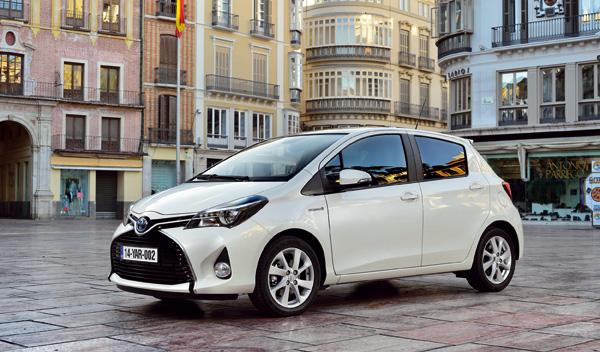 Toyota Yaris 2015 hibrido lateral