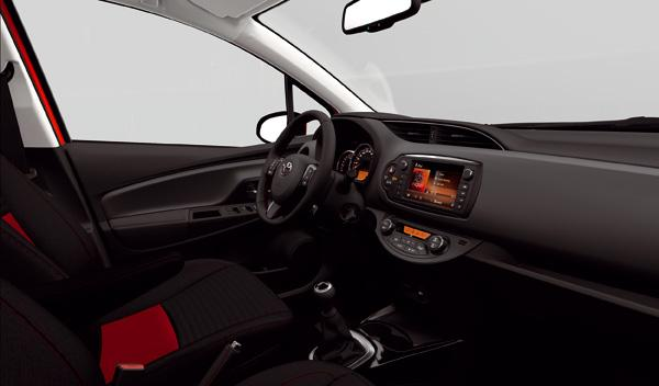 Toyota Yaris 2015 interior rojo