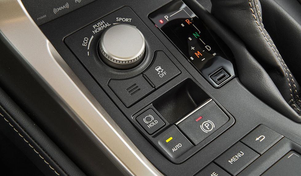 Lexus NX interior detalles