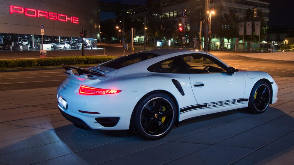 Cinco coches deportivos prácticos Porsche 911 trasera