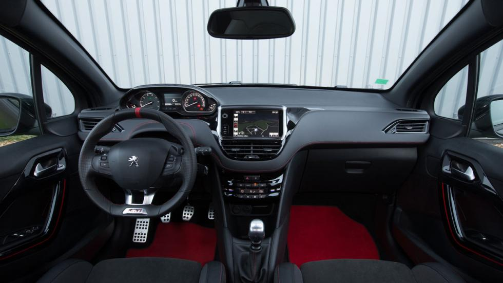 Peugeot 208 GTI 30th aniversario interior