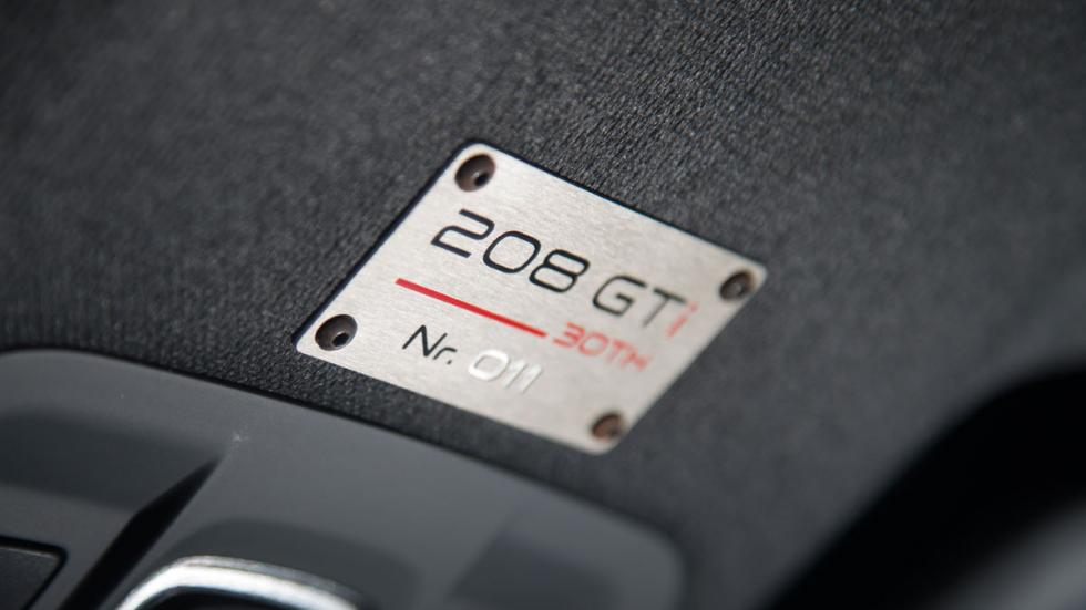 Peugeot 208 GTI 30th aniversario chapa
