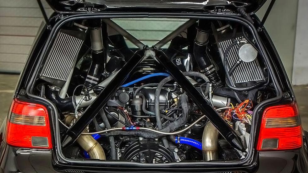 Golf III de Asgard de 1.500 CV motor bajo portón