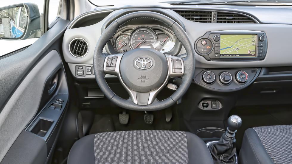 Toyota Yaris 90 D Active puesto de mando